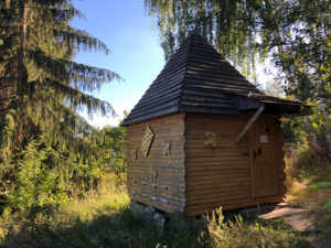'Honey Heaven' - sleeping in a house on a beehive