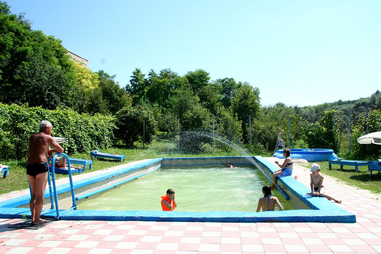 Один із зовнішніх басейнів