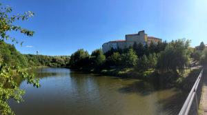 Вид санаторію з боку річки Нішла